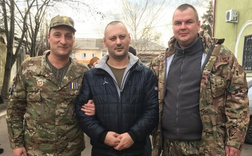 Л.Маслов, П.Долженко та Д.Булатов на виході з Краматорського суду
